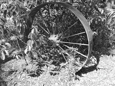Photograph - Wagon Wheel In B W by D Hackett
