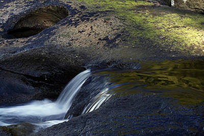 Water Flowing Art Print by Les Cunliffe
