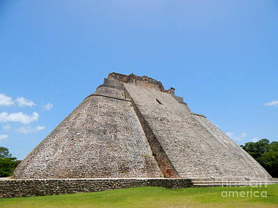 Photograph - Xumel Pyramid Yucatan Mexico by Michael Hoard