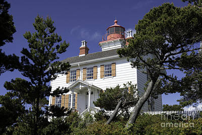 Tim Moore Photograph - Yaquina Bay Lighthouse by Tim Moore