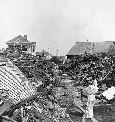 Galveston Painting - Galveston Hurricane, 1900 by Granger