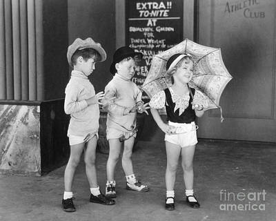 Actress Photograph - Shirley Temple And Gang by MMG Archives