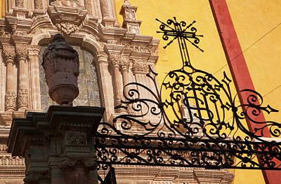 Guanajuato Photograph - North America, Mexico, Guanajuato by John and Lisa Merrill