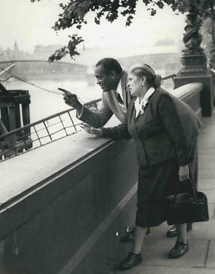 Paul Robeson Goes Sightseeing In London Art Print by Retro Images Archive
