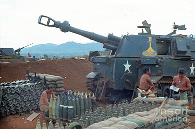 Photograph - 155mm M109 Sp Howitzer 5th 16th Field Artillery 4th Infantry Division Pielku Vietnam 1968 by California Views Archives Mr Pat Hathaway Archives