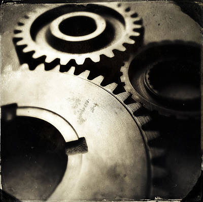 Cogs Art Print by Les Cunliffe