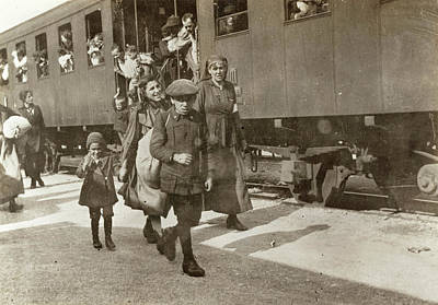 Photograph - Wwi Refugees, 1919 by Granger