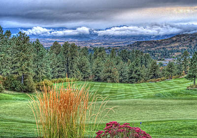 Out Of Bounds Photograph - 18th At The Ridge by Ron White