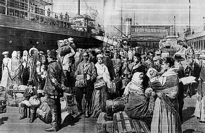 Immigrant Painting - 1900s 1907 Drawing Of A Crowd by Vintage Images
