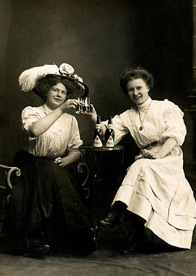 Photograph - 1905 Beer Drinking Girlfriends by Historic Image