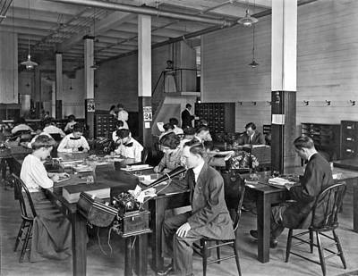 Dictaphones Photograph - 1905 Busy Office Scene by Underwood Archives
