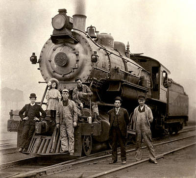 Photograph - 1905 Railroad Engine by Historic Image