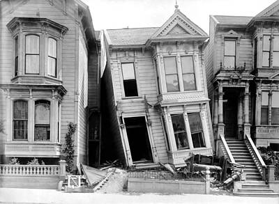 Earthquake Photograph - 1906 Earthquake Damages Homes by Underwood Archives