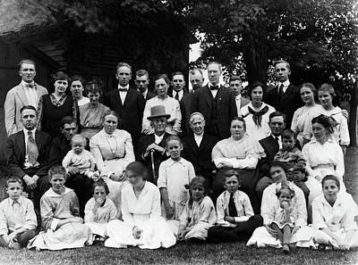 1910s Photograph - 1910s Group Portrait Of Large Extended by Vintage Images