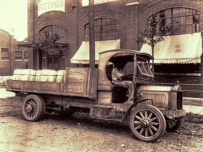 Old Trucks Photograph - 1919 Packard Work Truck by Daniel Hagerman