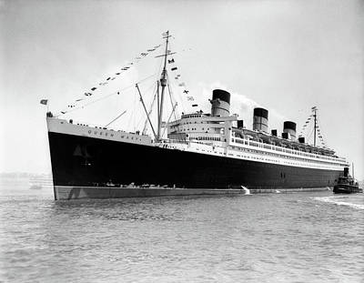 Queen Mary Photograph - 1930s 1936 Maiden Voyage Of Queen Mary by Vintage Images