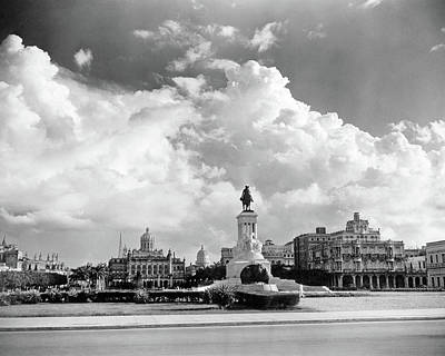 Maxima Wall Art - Photograph - 1930s 1940s Skyline Of Monument by Vintage Images