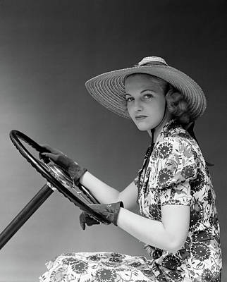 Self-confidence Wall Art - Photograph - 1930s 1940s Woman Wearing Straw Hat Sun by Vintage Images