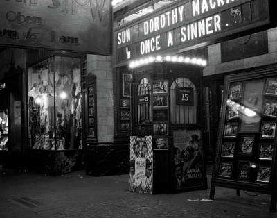 Sinners Photograph - 1930s New York City 8th Avenue And 58th by Vintage Images