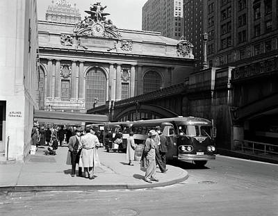 Old Bus Stations Photograph - 1940s Buses At Airlines Terminal by Vintage Images