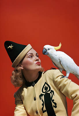 Cockatoo Photograph - 1940s Glamorous Blond Woman Talking by Vintage Images