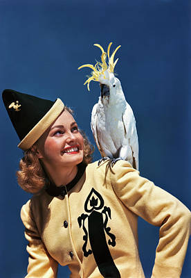Cockatoo Photograph - 1940s Smiling Blond Woman Looking by Vintage Images