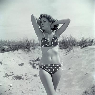 1950s Brunette Bathing Beauty In Polka Art Print