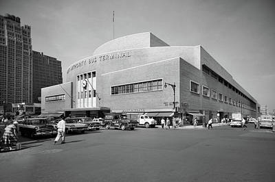 Old Bus Stations Photograph - 1950s Port Authority Bus Terminal 8th by Vintage Images