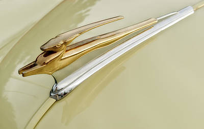 Custom Chevrolet Deluxe Photograph - 1951 Chevrolet Deluxe Hood Ornament by Frank J Benz