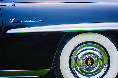 Lincoln Photograph - 1952 Lincoln Derham Town Wheel Emblem -0416c by Jill Reger