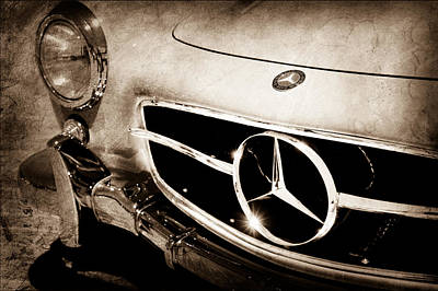 Mercedes 300sl Gullwing Photograph - 1955 Mercedes-benz 300sl Gullwing Grille Emblem by Jill Reger