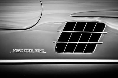 Mercedes 300sl Gullwing Photograph - 1955 Mercedes-benz 300sl Gullwing Sidel Emblem -0754bw by Jill Reger