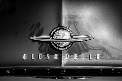Oldsmobile Photograph - 1958 Oldsmobile Grille Emblem -0236bw by Jill Reger