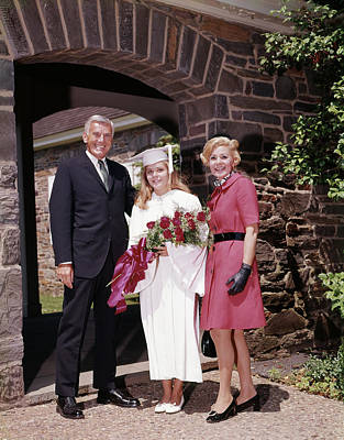 College Girls Wall Art - Photograph - 1960s Proud Parents With Daughter by Vintage Images