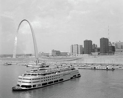 St. Louis Arch Photograph - 1960s St. Louis Missouri Gateway Arch by Vintage Images
