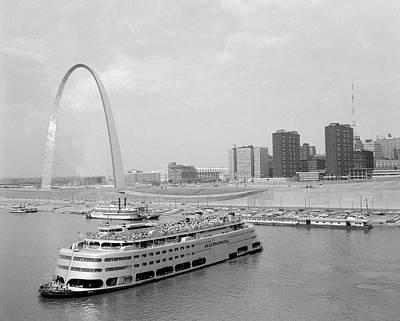 Gateway Arch Photograph - 1960s St. Louis Missouri Gateway Arch by Vintage Images