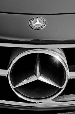 Mercedes Benz 300 Sl Classic Car Photograph - 1961 Mercedes-benz 300 Sl Grille Emblem by Jill Reger