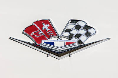 Photograph - 1963 Chevrolet Corvette Split Window Emblem -030c by Jill Reger