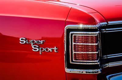 1967 Chevrolet Chevelle Ss Taillight Emblem -0459c Art Print