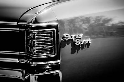 Chevy Ss Wall Art - Photograph - 1967 Chevrolet Chevelle Ss Taillight Emblem -0468bw by Jill Reger