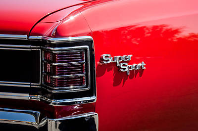 Chevy Ss Wall Art - Photograph - 1967 Chevrolet Chevelle Ss Taillight Emblem -0468c by Jill Reger