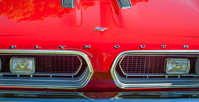 Plymouth Barracuda Photograph - 1967 Plymouth Barracuda Grille Emblem by Jill Reger