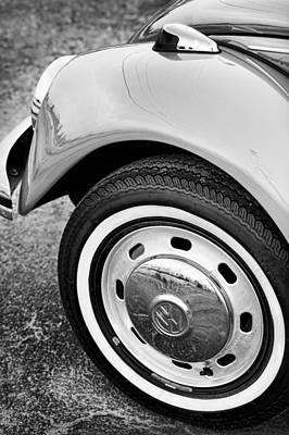 Photograph - 1973 Volkswagen Beetle by Gordon Dean II
