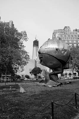 1w T C And The W T C Fountain Sphere In Black And White Art Print by Rob Hans