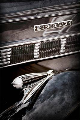 1935 Reo Speed Wagon 6ap Pickup Emblem Art Print