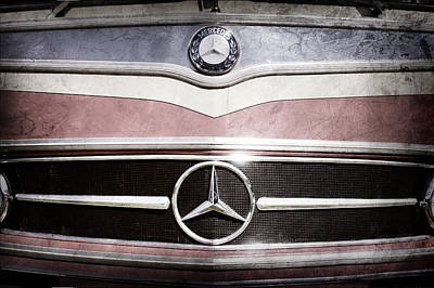 Bus Photograph - 1961 Mercedes-benz Type O321h Bus Grille Emblem by Jill Reger