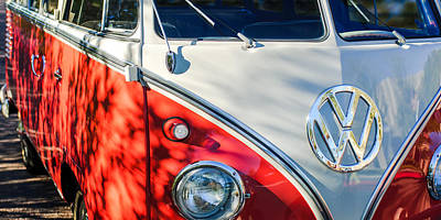 23 Photograph - 96 Inch Panoramic - 1961 Volkswagen Vw 23-window Deluxe Station Wagon Emblem by Jill Reger