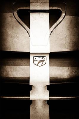 Viper Wall Art - Photograph - 1998 Dodge Viper Gts-r Grille Emblem by Jill Reger