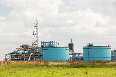 A Gas Plant Receiving North Sea Gas Art Print by Ashley Cooper
