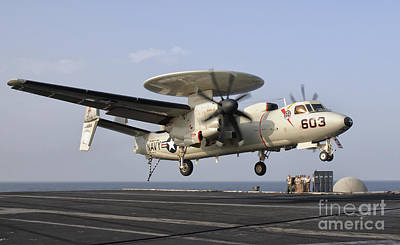 An E-2c Hawkeye Landing On The Flight Print by Giovanni Colla